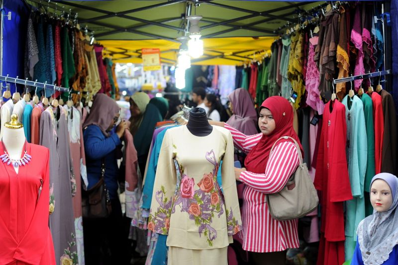 8c0c8c4e2a A growing trend for imported clothes from India and Pakistan is being  observed in Bangladesh's markets this Aidilfitri. With the summit of the  sales season ...